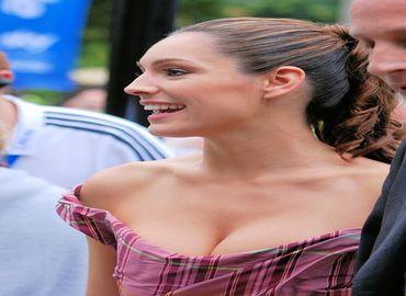 Pourquoi les hommes adorent les gros seins ?