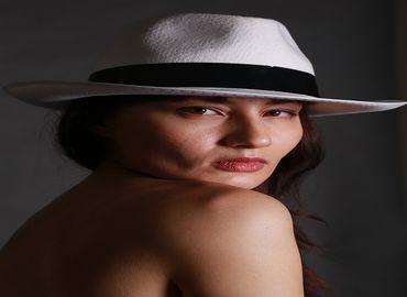 L'injection d'acide hyaluronique pour augmenter les seins sans chirurgie