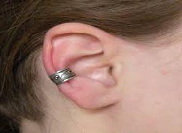 Grande-Bretagne : la reconstruction des lobes d'oreille a le vent en poupe