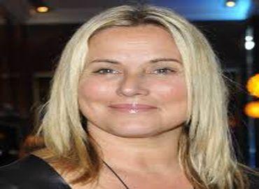 Sophie Favier contredit la tendance actuelle sur l'augmentation mammaire