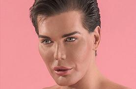 Le sosie humain de Ken dit Adieu à la chirurgie esthétique !