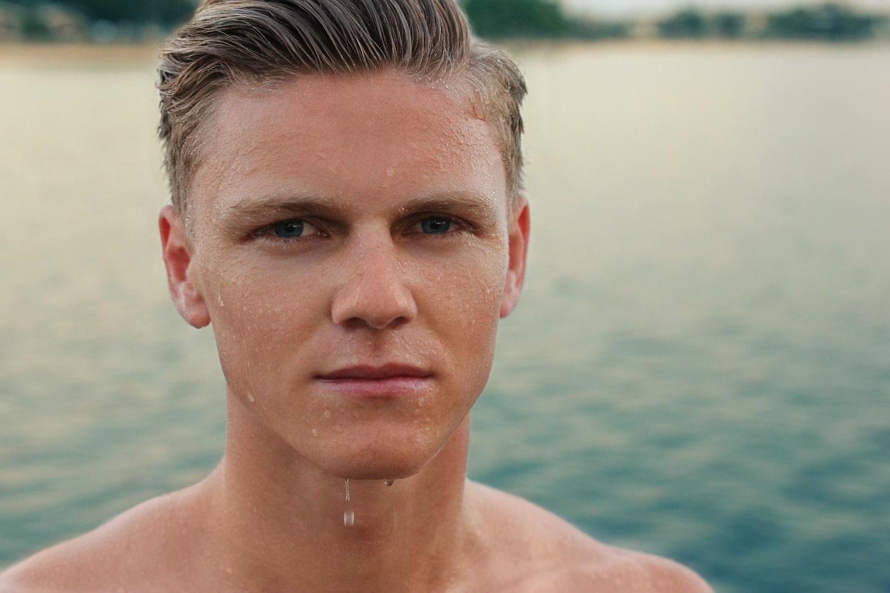Quelles sont les particularités du lifting du visage (cervico-facial) chez l'homme?