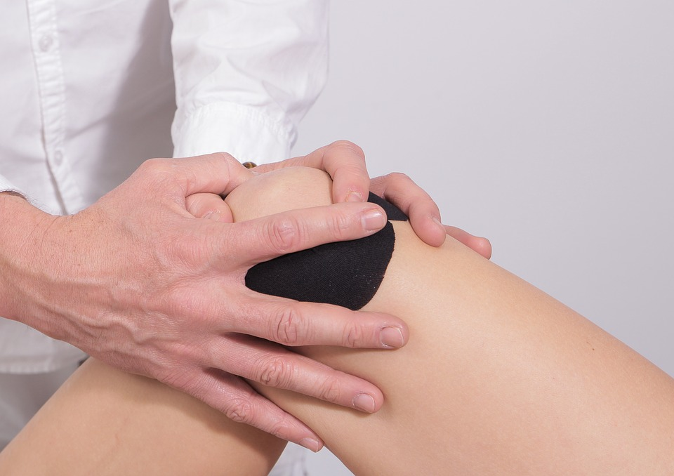 Peut-on se mettre à genou avec une prothèse ?