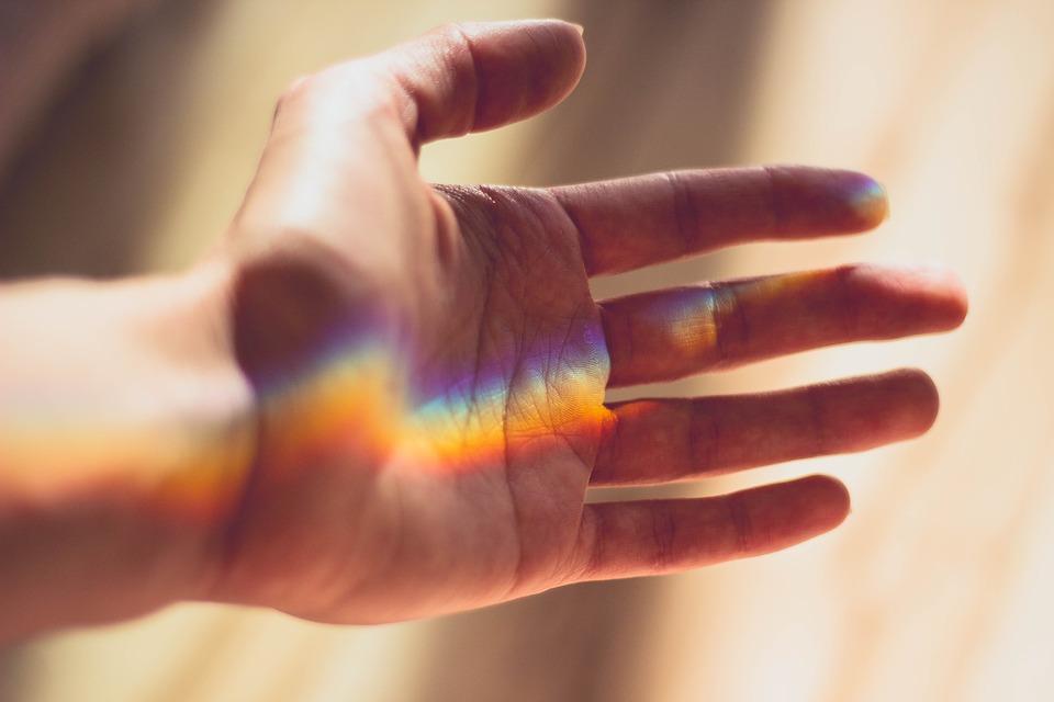 Médecine esthétique : quelles sont les différentes techniques pour rajeunir les mains ?